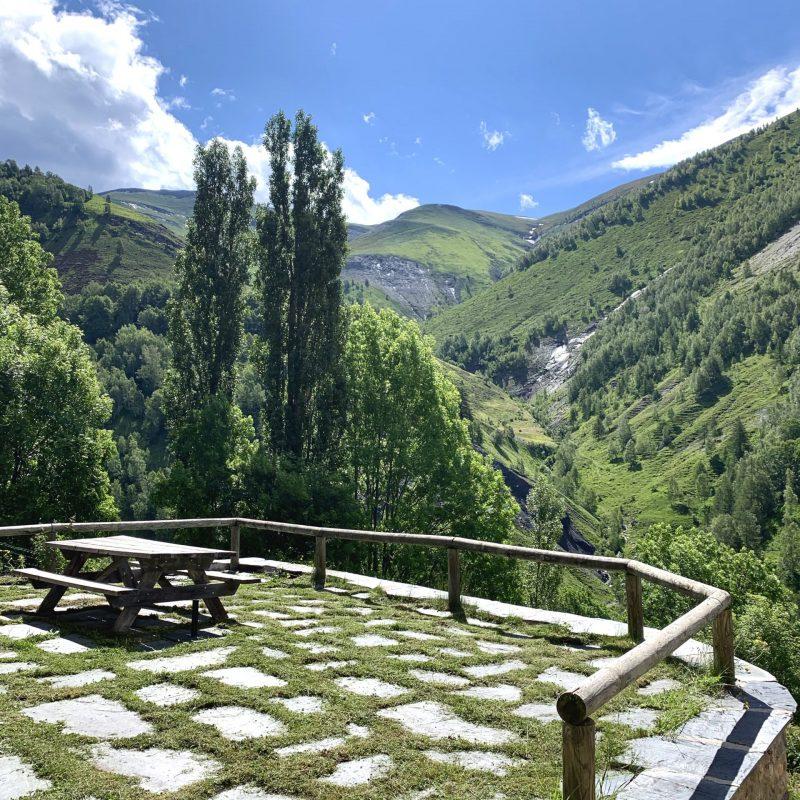 terrasse de la maison des grands champs, gite de montagne, besse en oisans, locmontagnes